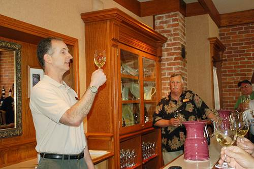 Beringer Vineyards Taste Master Swirling Wine